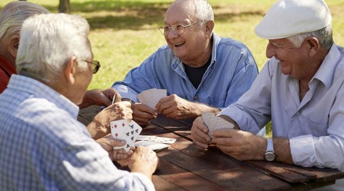 Un nou program pentru persoanele peste 65 de ani
